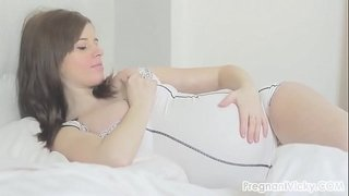 Pregnant,-Naked-and-Masturbating-in-Bed!