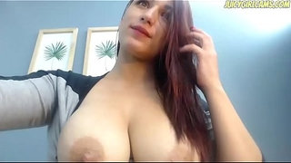 Hot-babe-with-milky-boobs---www.JuicyGirlCams.com