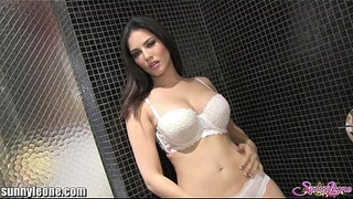SunnyLeone-Masturbating-in-my-shower