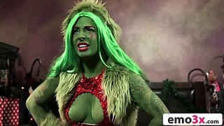 How-The-Grinch-Gaped-Christmas---Chapter-1---Amber-Ivy