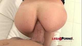 Simona-filmed-during-her-first-anal-SZ965