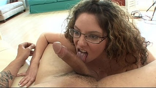 Filthy-MILF-bitch-Kiki-D'aire-gives-a-cock-sucking-before-getting-pussy-rammed