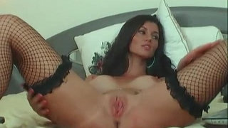 gorgeous-brunette-chatting-and-playing-with-her-pussy(3)