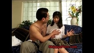 Jap-schoolgirl-licked-by-her-daddy
