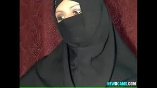 Beautiful-Muslim-Housewife