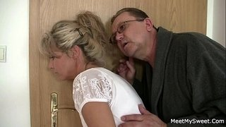 Holy-shit!-Family-threesome-with-my-girlfriend!!